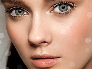 Девушка с макияжем