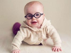 Ребенок в очках