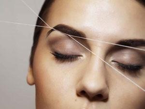 Коррекция бровей нитью