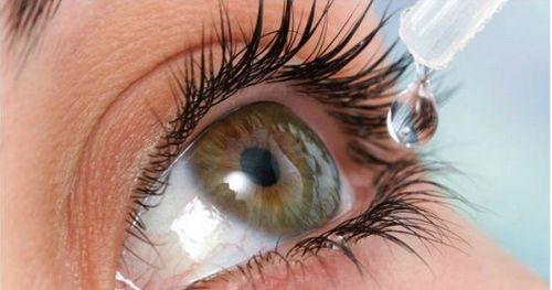 Закапывание капель в глаз