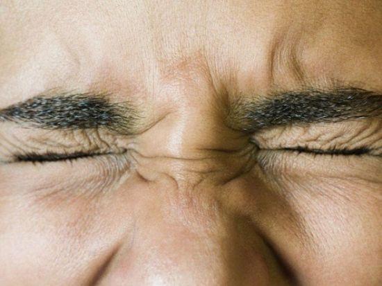 Подергивание глаза