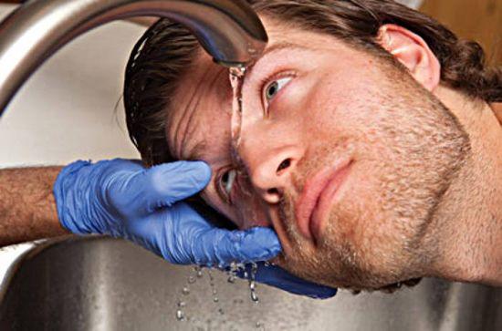 Промывание глаза