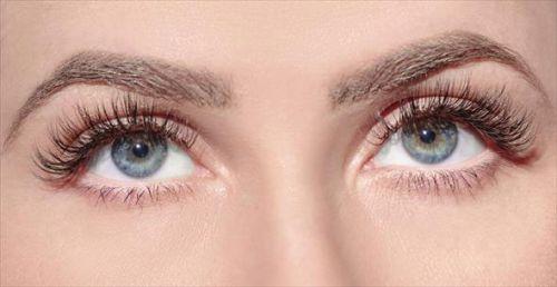 Глаза с загнутыми ресницами