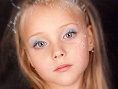 Девочка с макияжем