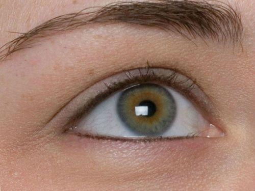 Глаз с натуральными ресницами