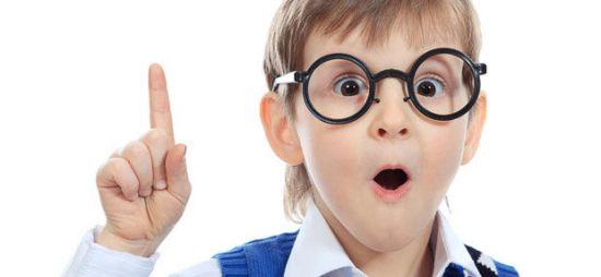 Школьник в очках