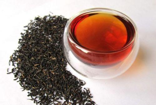 Чайная заварка и чашка чая
