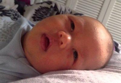 Ребенок закатывает глаза
