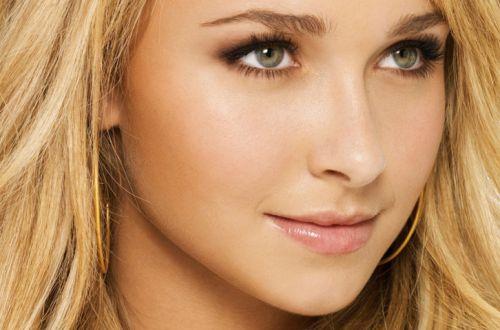 Блондинка с зелеными глазами