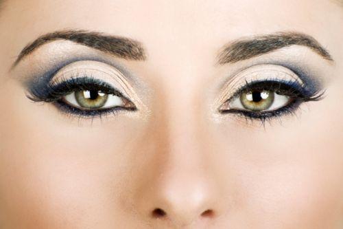 Белоснежно-синий макияж