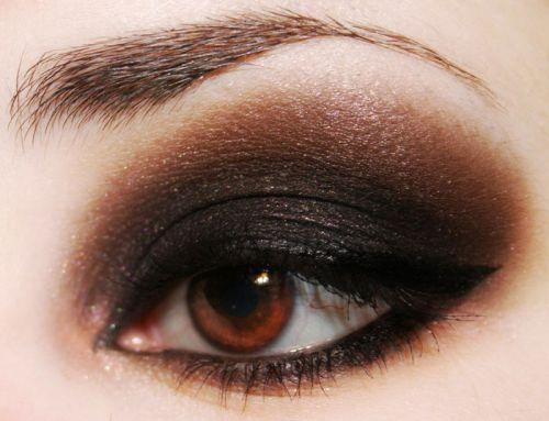 Ярко накрашенные глаза
