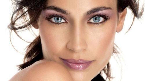 Макияж для брюнетки со светлыми глазами