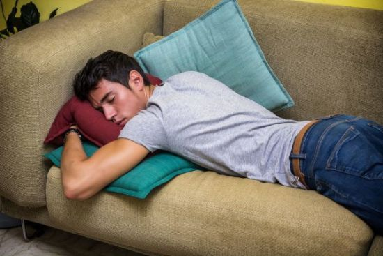 Сон на животе лицом в подушку