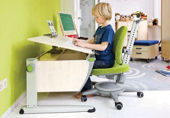 Ребенок за ортопедическим столом