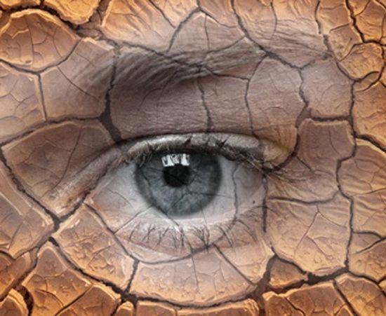 Глаз, потрескавшаяся земля