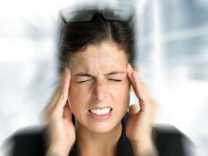 Болит голова и давит на глаза изнутри, причины боли в глазном яблоке