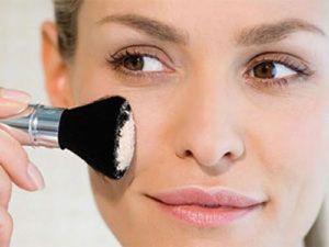 Нанесение макияжа кистью