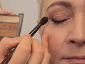 Нанесение лифтинг макияжа