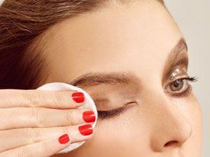 Удаление макияжа с глаз