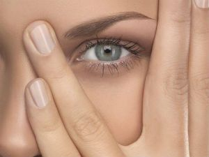 Чем снять отек верхнего века глаза