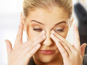 Жжение в глазах: лечение, причины того, почему пекут и слезятся глаза, что делать