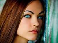 Девушка с бирюзовыми глазами